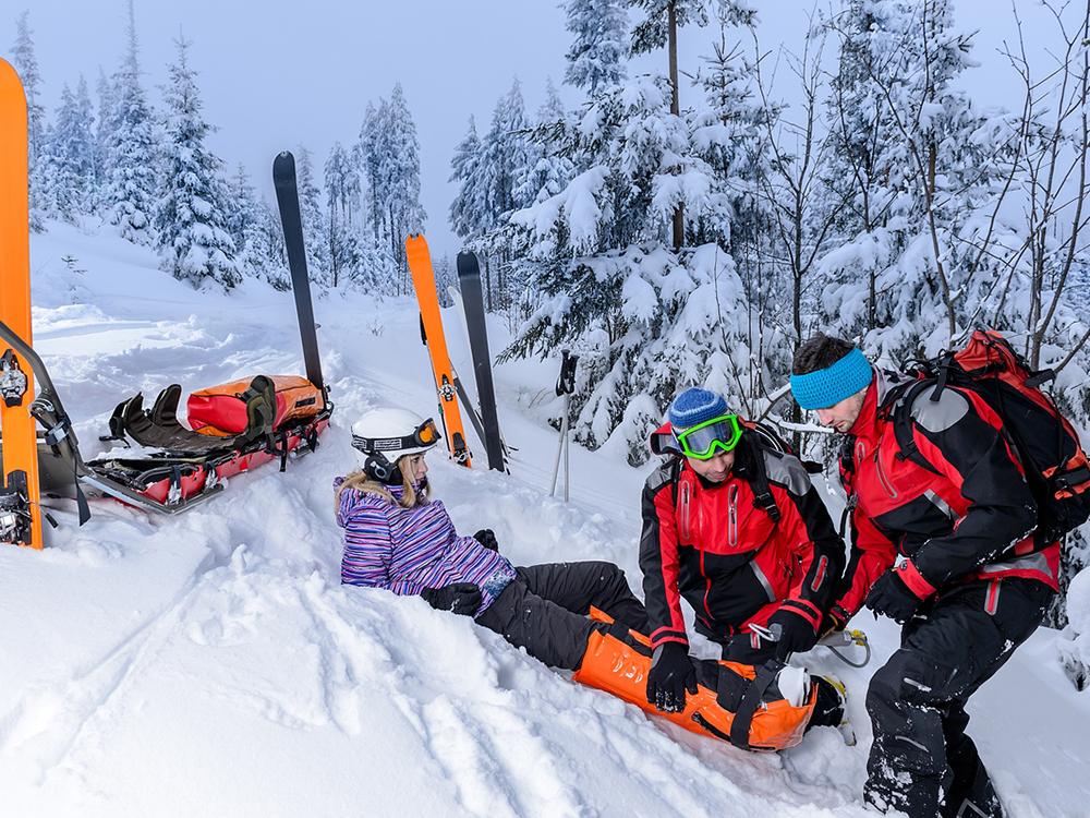 스키장 안전망이 뚫려서 2m 아래로 추락