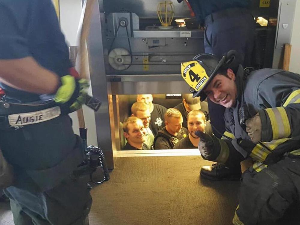 엘리베이터가 갑자기 멈추면 일어날수 있는 부상