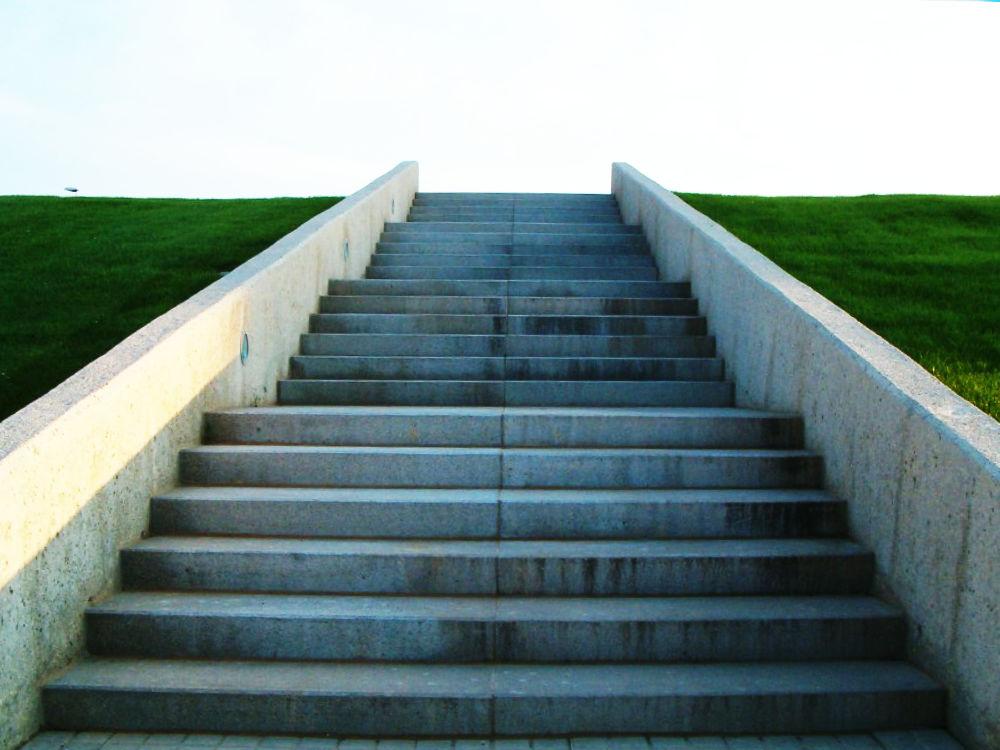 계단에서 미끄러 넘어져 죽을뻔