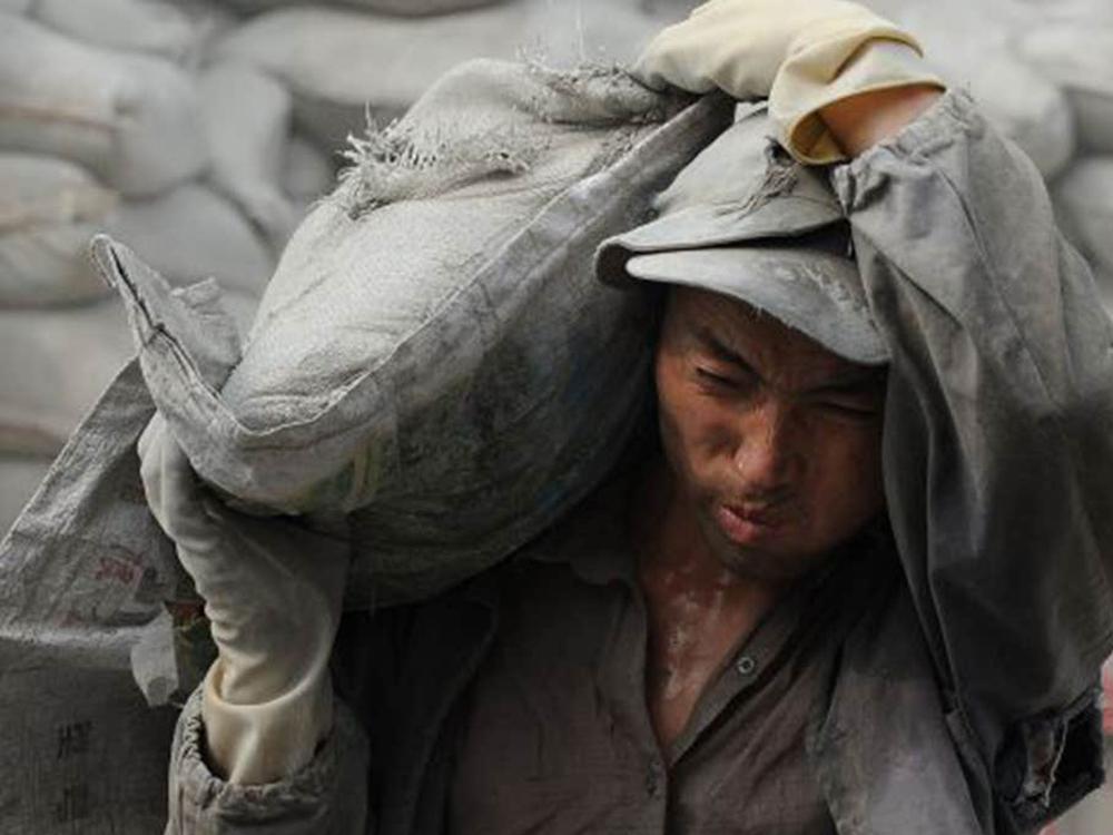 매일 40kg 시멘트 옮기다가 주저앉은 허리
